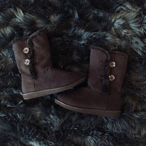 NWOT Old Navy Black Tall Button Fur Adoraboots